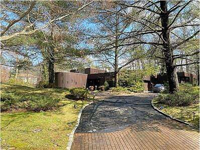 Twin Ponds Rd, Kings Point, NY 11024