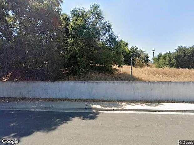 Dara, Goleta, CA 93117